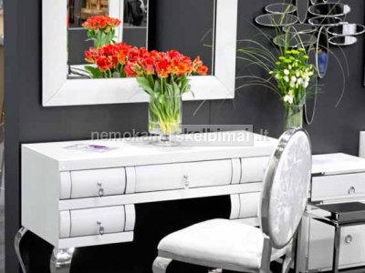 Komodos, staliukai, veidrodžiai