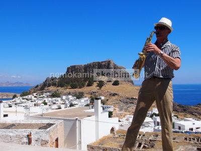 Saksofonininkas https youtu. be okzBL9z68vs