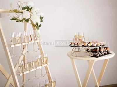 Šampano staliukas šampano sienelė ir aptarnavimas po ceremonijos stilingai